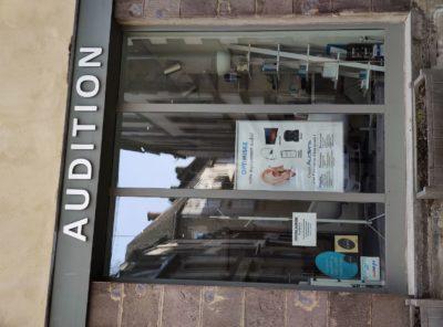 vitrine-rochefort-centre-maitre-audio-audioprothésistes-experts-audition